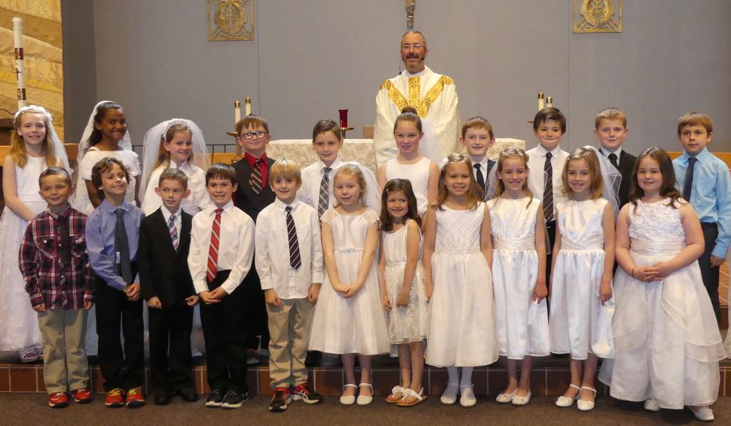 Photo of Fr. Mark and Saint Andrew Catholic School First Communicants at May Crowning