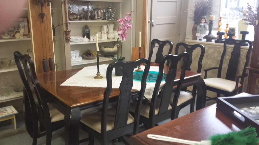 Classy Dining Table with 6 Chairs